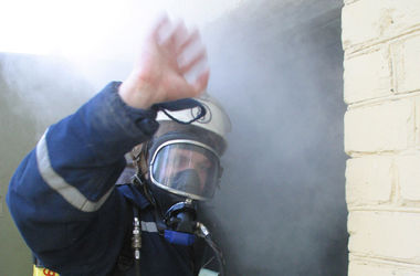 Київські пожежники врятували склад від вибуху