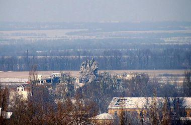 Ситуация в Донецком аэропорту: частично разрушен новый терминал