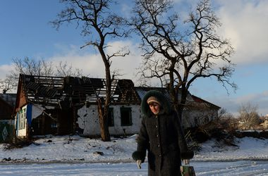 Боевики ведут массированный обстрел Авдеевке: снаряд попал в школу