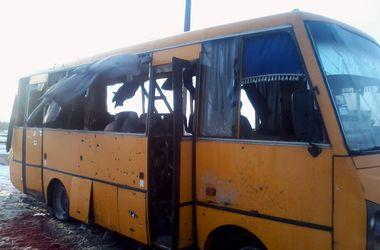Количество жертв обстрела автобуса под Волновахой возросло до 13 человек