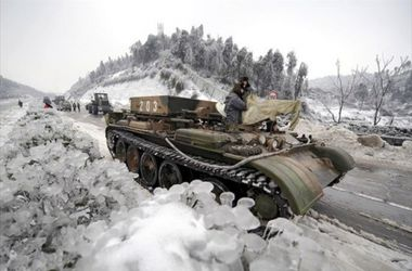Боевики на  Донбассе выгоняют  жителей из села