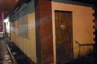 В Одессе банда с битами разгромила кафе-бар