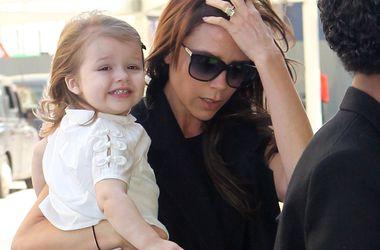 Виктория Бекхэм призналась, что любит ходить на маникюр вместе с 3-летней дочкой