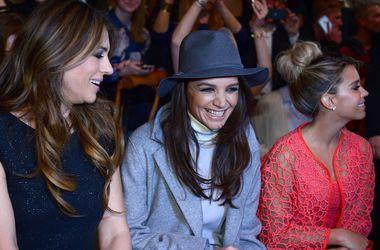 Актрисы Кэти Холмс и Элизабет Херли вместе посетили модный показ в Берлине
