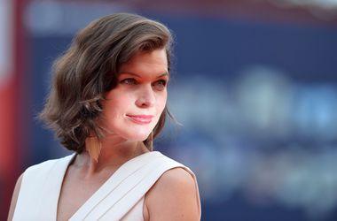 """Мила Йовович призналась, что беременность не мешает ей готовиться к съемках в """"Обители зла"""""""