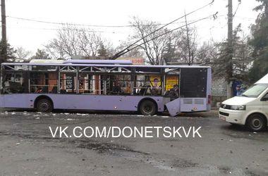 В Донецке снаряды попали в остановку - есть погибшие