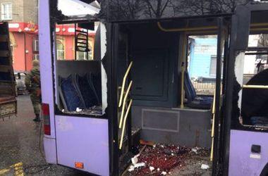Обстрелы автобусов и остановок в Донбассе: гибнут старики и младенцы
