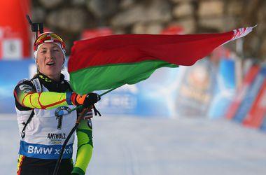 Домрачева выиграла гонку преследования на Кубке мира по биатлону