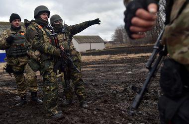 В Донецкой области идет бой с боевиками