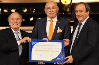 Голландец ван Прааг выдвинул свою кандидатуру на пост президента ФИФА