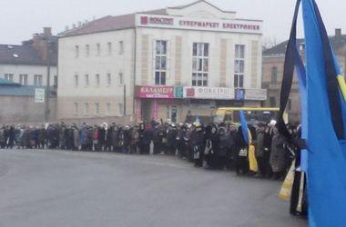 """В Ровенскую область привезли тела погибших """"киборгов"""""""
