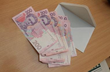 Реальная зарплата украинцев за год снизилась на 6,5%
