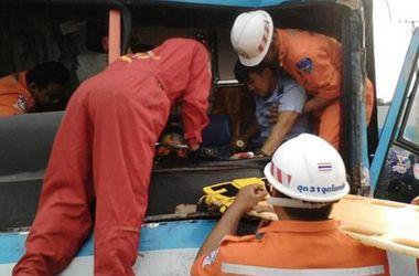 В Таиланде разбился автобус с чиновниками