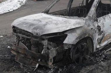 Подробности взрыва машины в Киеве: ЧП произошло из-за крана, оборвавшего электрокабель