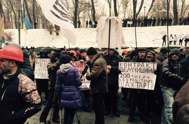 Шахтеры требуют выдать им зарплату и не закупать у России уголь