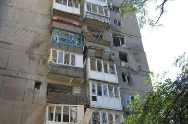 """Как выживают в Донецке: очереди за гуманитаркой, забитые кафе и """"обнал"""" за 10%"""