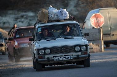 В Луганской области автомобиль с переселенцами подорвался на фугасе