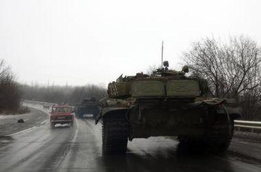 На Дебальцевском плацдарме идет бой – украинских военных атакуют танки боевиков