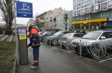 На киевских парковках установят видеокамеры