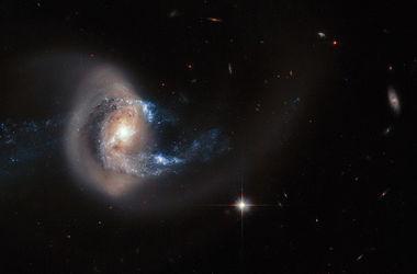 ��������� �������� ����������� ������ ��������� NGC 7714
