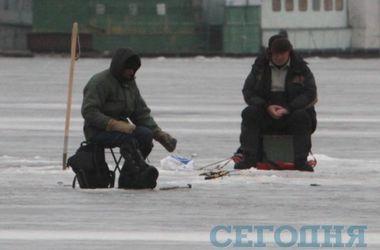 В Полтавской области 9 рыбаков унесло на льдине