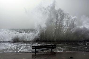 Мощный шторм в Турции отменяет рейсы и убивает людей