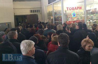Прокуратура и СБУ проводят обыск на Владимирском рынке в Киеве - милиция
