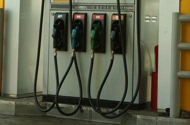 Бензин в Украине продают по 18 грн