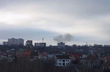 Обстрел Донецка: грохот взрывов и черный дым на горизонте