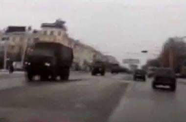 По Луганску промчалась колонна военной техники