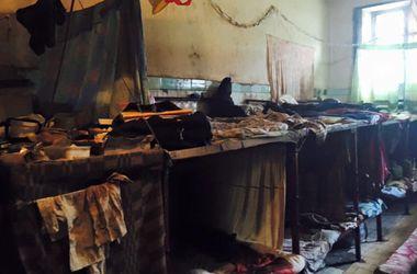 Лукьяновское СИЗО изнутри: ободранная плитка и тряпки вместо постели