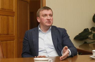Петренко заявил, что люстрация в Украине приостановлена не будет