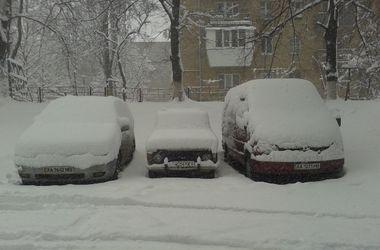 Киевляне о снежном коллапсе: по городу проще пройти пешком