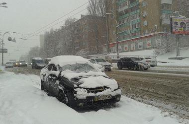 В Киеве на уборку снега вышли 500 машин