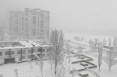 Из-за снежного коллапса киевляне добираются до работы часами