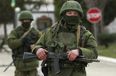 """""""Вежливые люди"""" избивают боевиков Донбасса"""