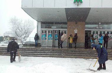 Как в Киеве убирают снег