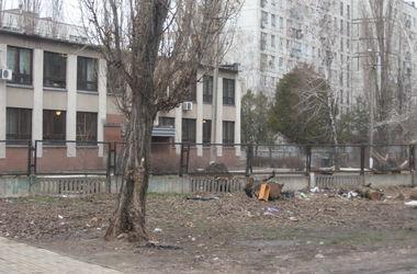 В Днепропетровске возле райсуда убили бойца - МВД