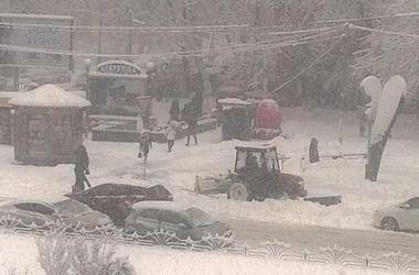 """В """"Киевавтодоре"""" рассказали, когда с дорог уберут снег"""