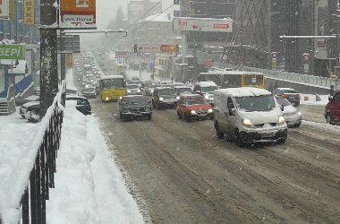Киевские маршрутки и троллейбусы будут сегодня ездить на час дольше