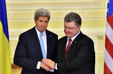 Порошенко: Мы с Керри работаем над мирным урегулированием конфликта