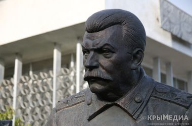 В аннексированном Крыму установили памятник со Сталиным