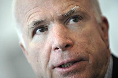 Маккейн заявил о готовности сенаторов обязать Обаму дать оружие Украине