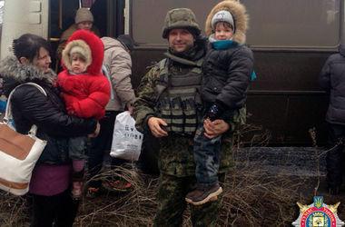 """В Дебальцево создан """"зеленый коридор"""", начинается эвакуация – Шкиряк"""