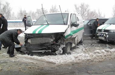 В страшной аварии на Броварском проспекте погиб молодой милиционер и пострадали военные