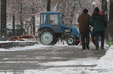 С киевских дорог вывезли три тысячи тонн снега