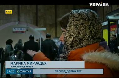 Пассажиры в Киеве рвутся скупать жетоны, но кассиры продают не больше двух в одни руки