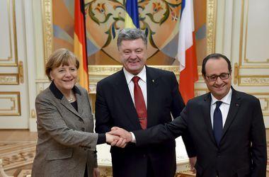 На переговорах Порошенко с Меркель и Олландом вопросы федерализации и внеблокового статуса Украины не поднимались