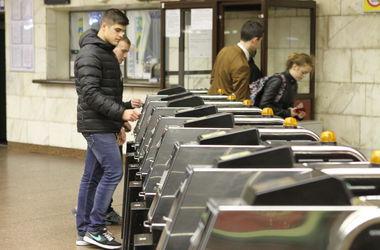Киевляне массово бросились скупать последние жетоны метро по две гривни
