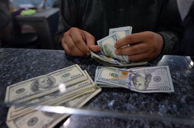 Курс доллара в кассах банков растет